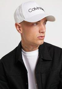 Calvin Klein - CONTRAST TRUCKER - Cap - white - 1