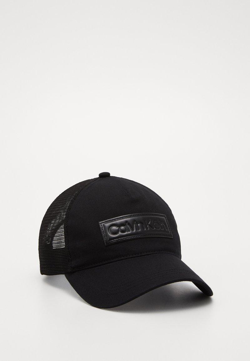 Calvin Klein - HIGH RAISED  TRUCKER - Czapka z daszkiem - black
