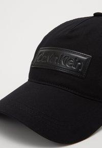 Calvin Klein - HIGH RAISED  TRUCKER - Czapka z daszkiem - black - 2