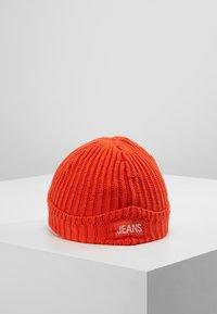 Calvin Klein Jeans - BASIC BEANIE - Čepice - red - 3