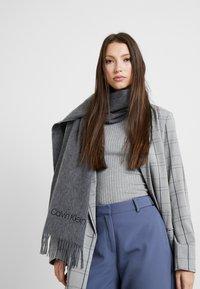 Calvin Klein - CLASSIC SCARF - Schal - grey - 1