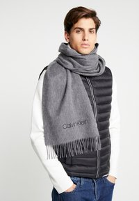 Calvin Klein - CLASSIC SCARF - Schal - grey - 0