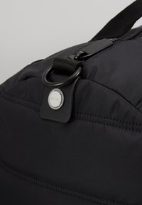 Calvin Klein - PUFFER GYM DUFFLE - Cestovní taška - black - 5