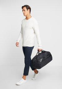 Calvin Klein - PUFFER GYM DUFFLE - Cestovní taška - black - 1