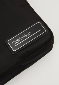 Calvin Klein - PRIMARY MINI REPORTER - Skulderveske - black - 7