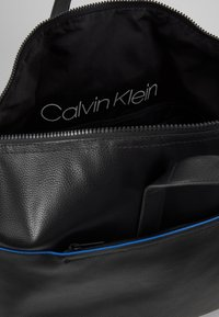 Calvin Klein - DIRECT WEEKENDER - Torba podróżna - black - 4