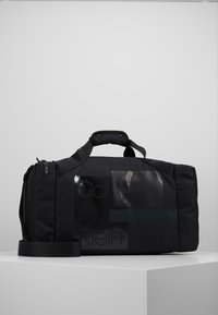 Calvin Klein - LAYERED GYM BAG - Sportväska - black - 0