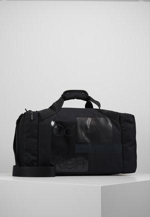 LAYERED GYM BAG - Treningsbag - black