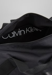 Calvin Klein - LAYERED GYM BAG - Sportväska - black - 4