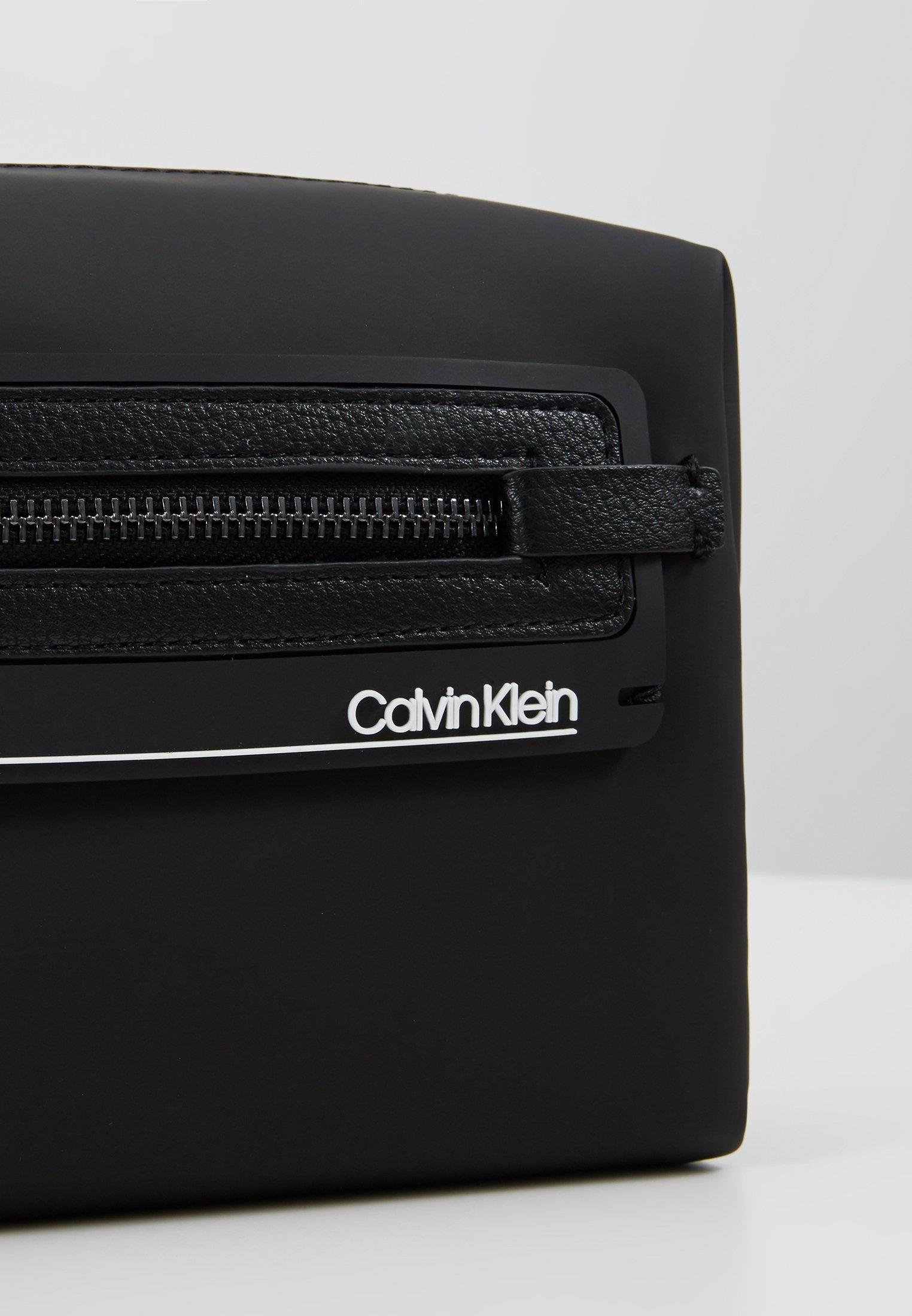 Calvin Klein MOULDED WASHBAG - Necessär - black