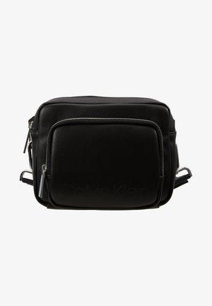 PUNCHED CAMERA BAG - Across body bag - black