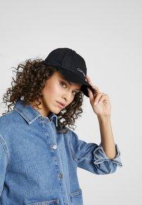 Calvin Klein - NY SHAPED - Cap - black - 4