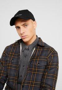 Calvin Klein - NY SHAPED - Cap - black - 1