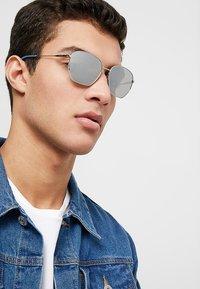 Calvin Klein - Okulary przeciwsłoneczne - silver-coloured - 1