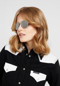 Calvin Klein - Okulary przeciwsłoneczne - silver-coloured - 3