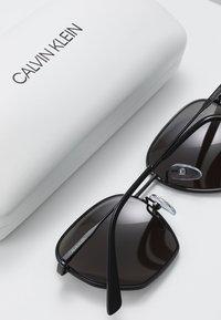 Calvin Klein - Okulary przeciwsłoneczne - black - 2