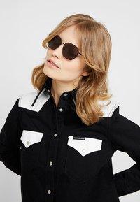 Calvin Klein - Okulary przeciwsłoneczne - black - 3