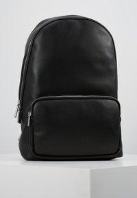 Calvin Klein - PUNCHED ROUND  - Reppu - black - 0