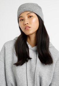 Calvin Klein - CASUAL BEANIE - Čepice - grey - 2