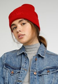 Calvin Klein - CASUAL BEANIE - Bonnet - red