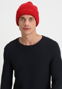 Calvin Klein - CASUAL BEANIE - Bonnet - red - 1