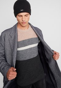 Calvin Klein - BASIC BEANIE - Bonnet - black - 1