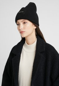 Calvin Klein - FOLD BEANIE - Čepice - black - 3