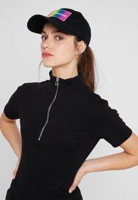 Calvin Klein Jeans - ESSENTIAL PRIDE CAP - Cap - black - 4