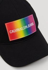Calvin Klein Jeans - ESSENTIAL PRIDE CAP - Cap - black - 6