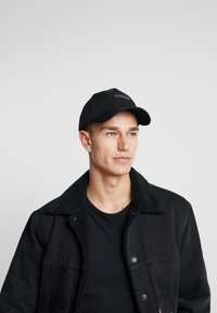 Calvin Klein - LAYERED LOGO - Kšiltovka - black - 1