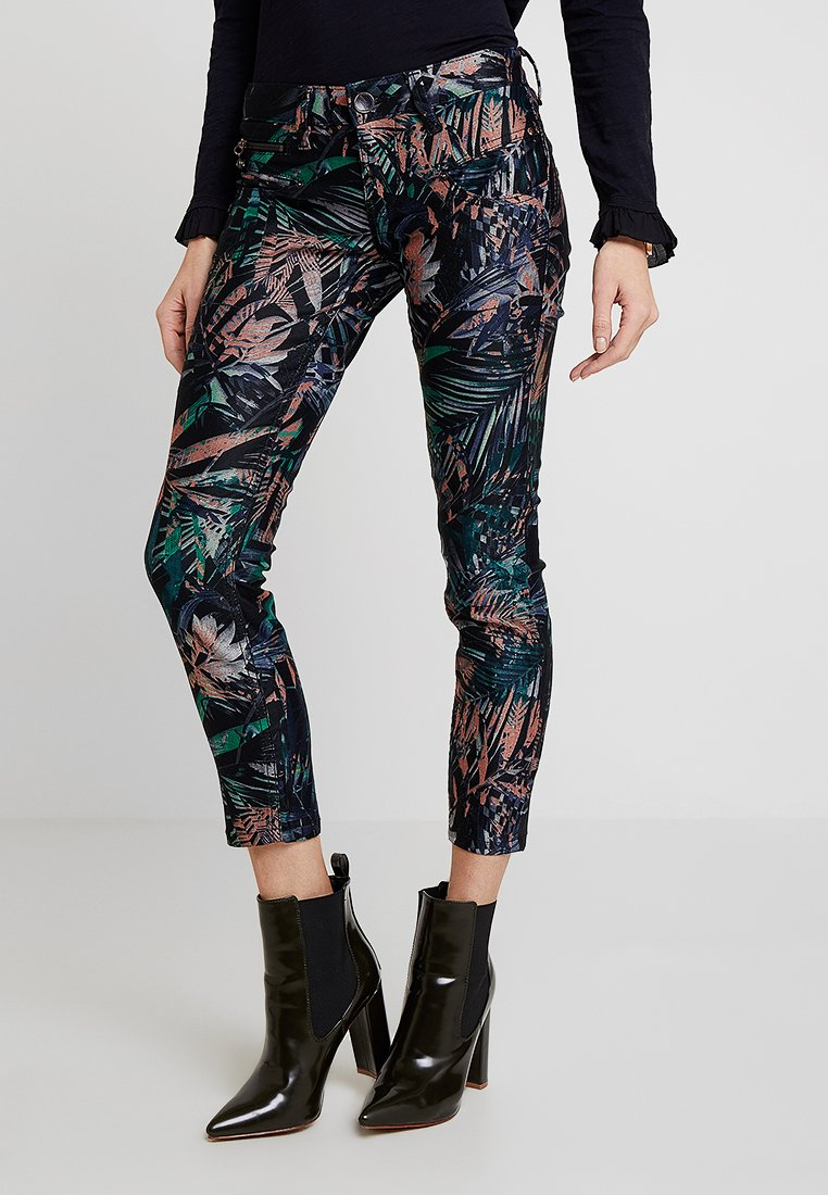 Freeman T. Porter - ALEXA CROPPED - Trousers - black/multicoloured