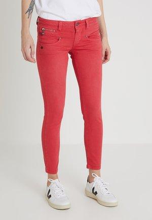 ALEXA CROPPED - Jean slim - red