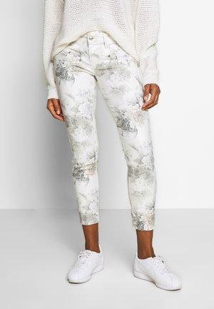 ALEXA CROPPED PEONY - Pantaloni - off-white/grey
