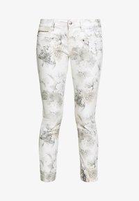 Freeman T. Porter - ALEXA CROPPED PEONY - Pantalon classique - off-white/grey - 4