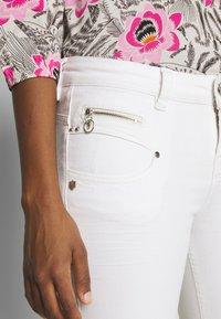 Freeman T. Porter - ALEXA HIGH WAIST CROPPED NEW MAGIC  - Kalhoty - bright white - 4