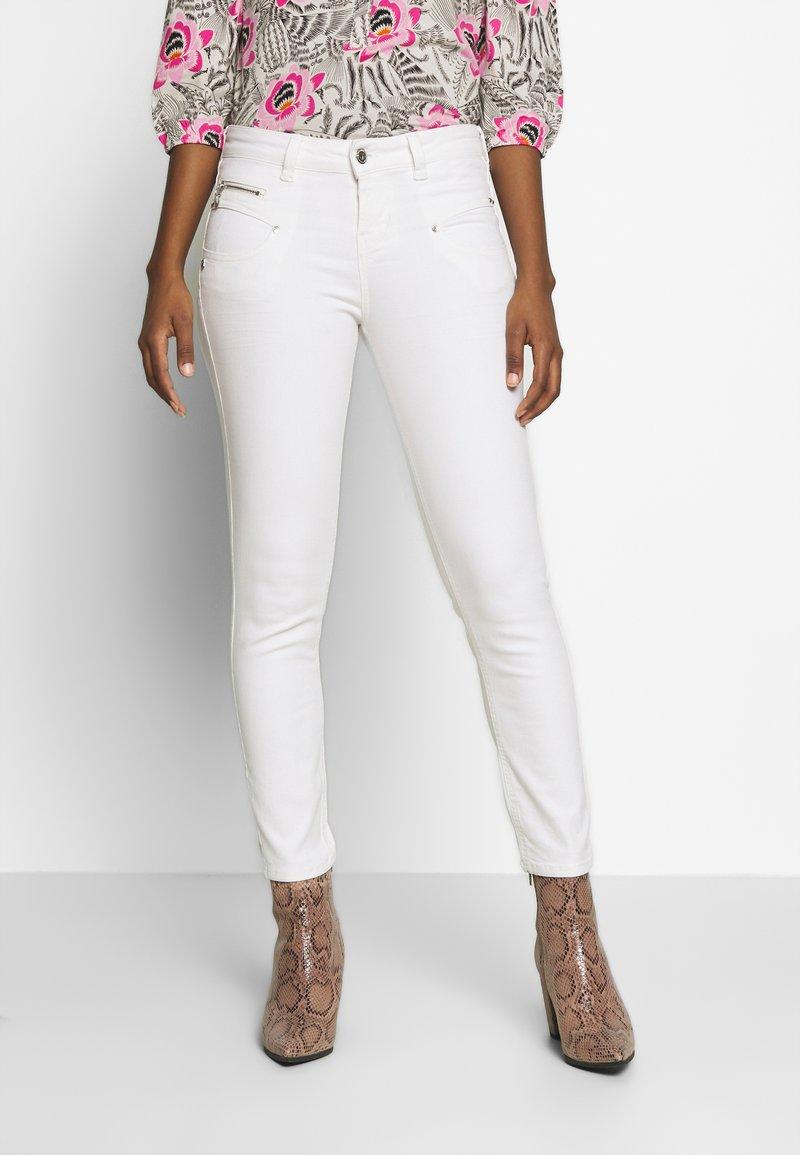 Freeman T. Porter - ALEXA HIGH WAIST CROPPED NEW MAGIC  - Kalhoty - bright white