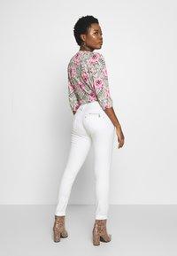Freeman T. Porter - ALEXA HIGH WAIST CROPPED NEW MAGIC  - Kalhoty - bright white - 2