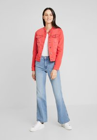 Freeman T. Porter - ISMERIE NEW MAGIC COLOR - Veste en jean - high risk red - 1