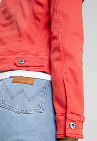 Freeman T. Porter - ISMERIE NEW MAGIC COLOR - Veste en jean - high risk red - 3