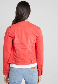Freeman T. Porter - ISMERIE NEW MAGIC COLOR - Veste en jean - high risk red - 2