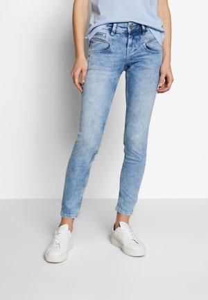 ALEXA  - Jeans Skinny - columbia
