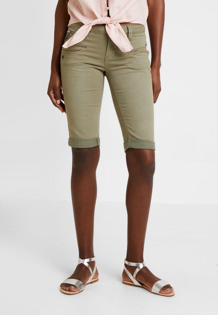 Freeman T. Porter - BELIXA - Jeans Shorts - deep lichen green