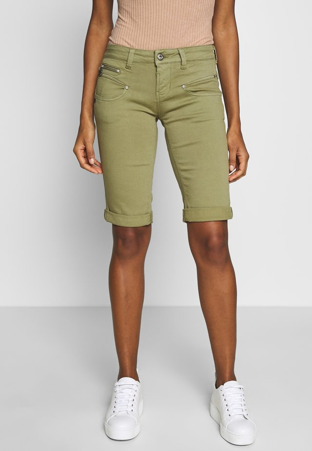 BELIXA NEW MAGIC - Short en jean - deep lichen green