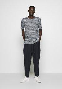 Missoni - SHORT SLEEVE - Camiseta estampada - dark blue - 1