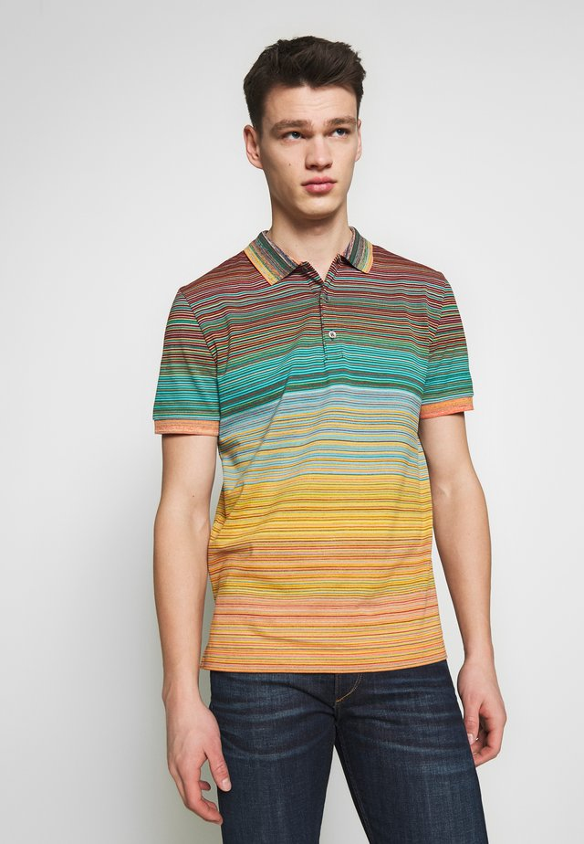 SHORT SLEEVE POLO - Poloshirts - multi-coloured/orange
