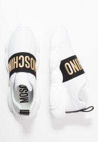 MOSCHINO - Slippers - bianco - 3