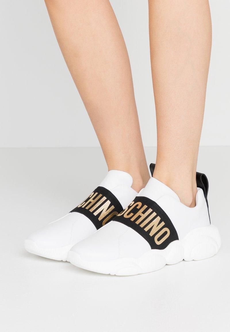 MOSCHINO - Slippers - bianco