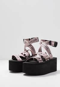 MOSCHINO - Sandály na platformě - rosa - 4