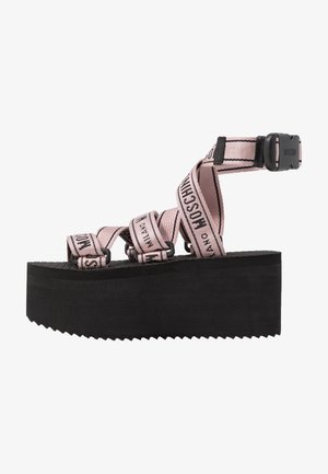 Sandály na platformě - rosa