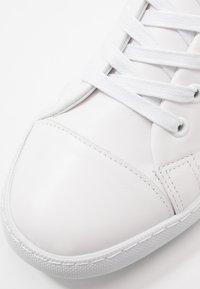 MOSCHINO - Sneakers basse - white - 5